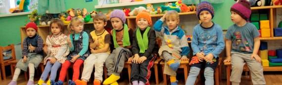 Nicht nur kleine Schals für Nasivin helfen unseren kleinen herzen sondern auch handgemachte Hauben, Socken und Schals.