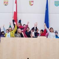 Parlament hilft – Skiurlaub für 20 benachteiligte Kinder aus Russland und der Ukraine