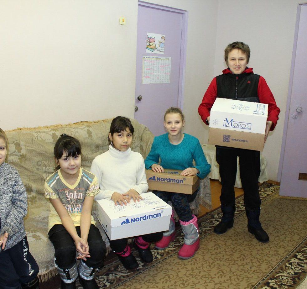 Kinder des Kinderheimes von Krasnogorodsk-Agro