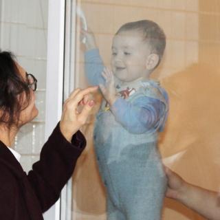Die Palliativstation in Kiew hat seinen ersten kleinen Patienten empfangen