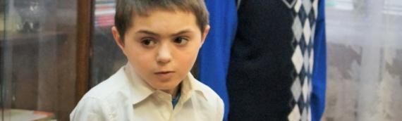 Die Kinder des Kinderheims von Porkhov brauchen dringend Schulbücher