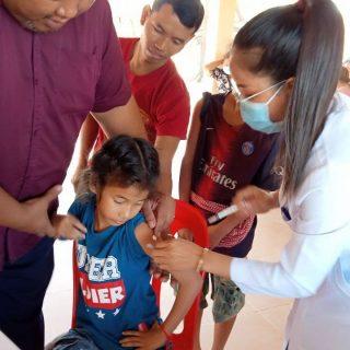 Impfaktion für die Kinder des Kinderheims von FLO in Kambodscha